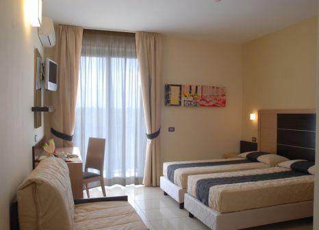 Hotelzimmer mit Mountainbike im Ticho's Hotel