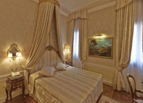 Hotelzimmer mit Segeln im Canal Grande