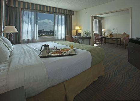 Hotelzimmer mit Hochstuhl im Holiday Inn Port of Miami-Downtown Hotel
