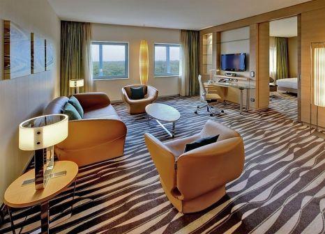 Hotelzimmer mit Animationsprogramm im Hilton Frankfurt Airport