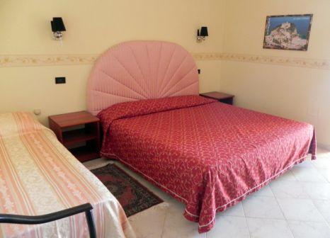 Hotelzimmer mit Sandstrand im Terrazzo sul Mare