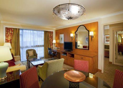 Hotelzimmer mit Hochstuhl im Holiday Inn Golden Mile