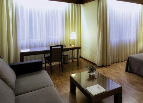 Hotelzimmer mit Hochstuhl im Mariano Cubi Aparthotel Barcelona