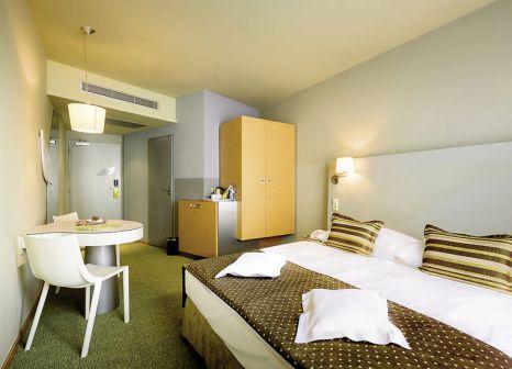 Hotelzimmer mit Mountainbike im Hotel Grandium Prague