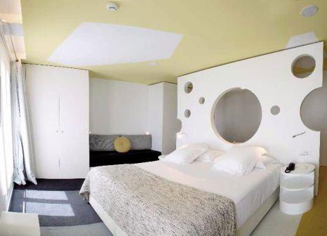 Hotelzimmer mit Klimaanlage im Room Mate Pau
