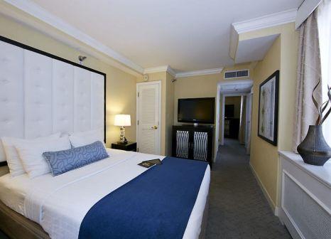 Hotelzimmer mit Hochstuhl im Warwick Allerton Chicago