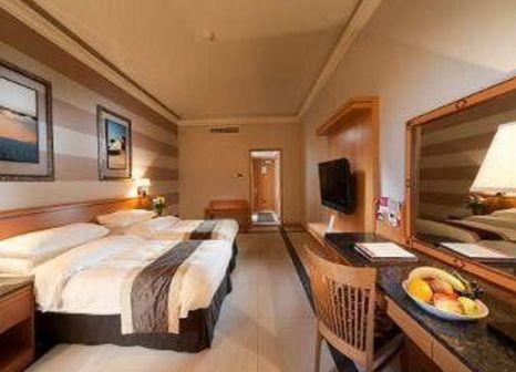 Hotelzimmer mit Tennis im Ramada Qurum Beach