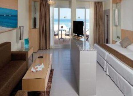 Hotelzimmer mit Mountainbike im Hotel Riu La Mola