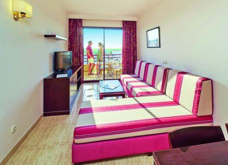 Hotelzimmer mit Volleyball im allsun Hotel Orient Beach