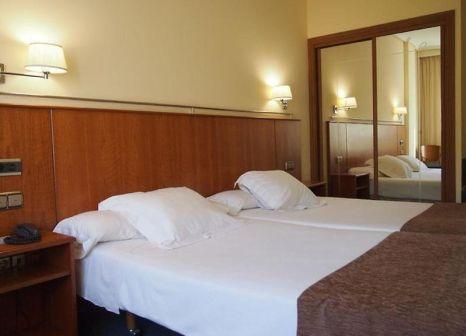 Hotelzimmer mit Pool im Husa Ciudad de Compostela