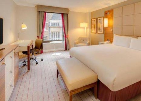 Hotelzimmer mit Hochstuhl im Hilton Cambridge City Centre