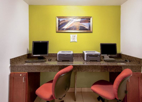 Hotelzimmer mit Kinderpool im La Quinta Inn Orlando International Drive North