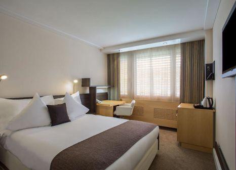 Hotelzimmer mit Hallenbad im Crowne Plaza Zurich