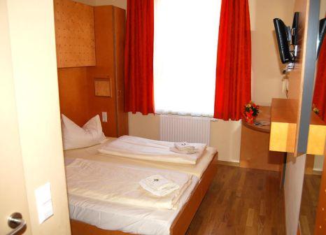 Hotelzimmer mit Tischtennis im JUFA Hotel Salzburg City