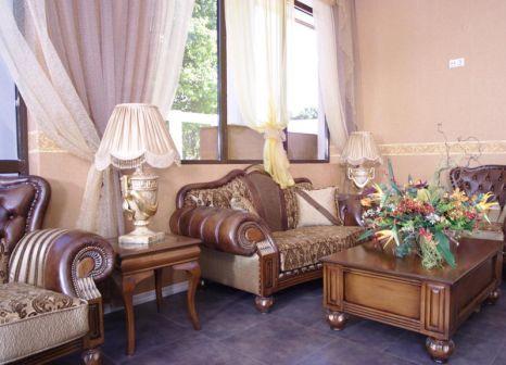 Hotelzimmer mit Mountainbike im Estreya Palace