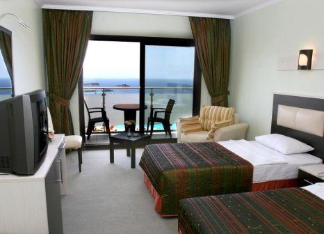 Hotelzimmer mit Tischtennis im Royal Palace Kusadasi