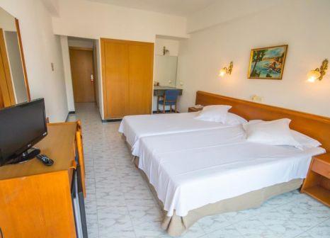 Hotelzimmer mit Mountainbike im Hotel Amic Gala