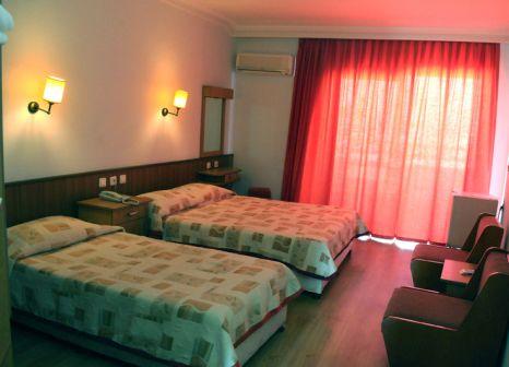 Hotelzimmer mit Mountainbike im Doris Aytur Hotel