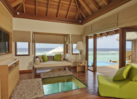 Hotelzimmer mit Tischtennis im Huvafen Fushi Maldives