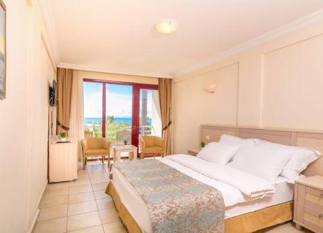 Hotelzimmer mit Volleyball im Gümüldür Resort Hotel & Spa