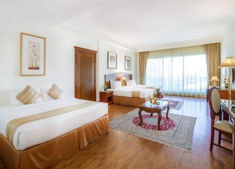 Hotelzimmer mit Mountainbike im Grand Excelsior Hotel Bur Dubai