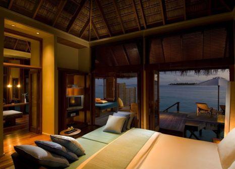 Hotelzimmer mit Volleyball im Conrad Maldives Rangali Island