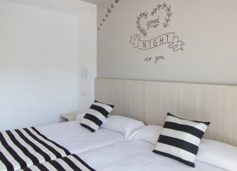 Hotelzimmer mit Mountainbike im Hotel Sorra Daurada