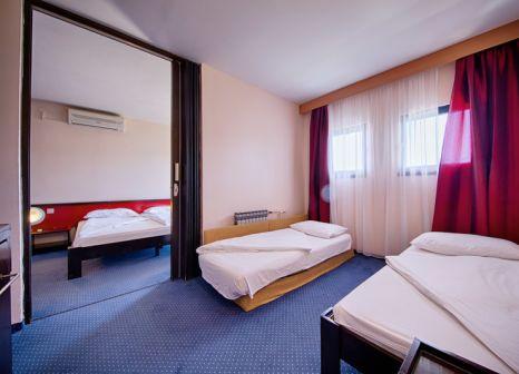 Hotelzimmer mit Mountainbike im Hotel Issa
