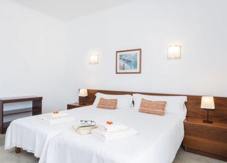 Hotelzimmer mit Mountainbike im Hostal Ventura