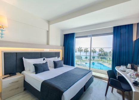 Hotelzimmer mit Volleyball im Falcon Hotel