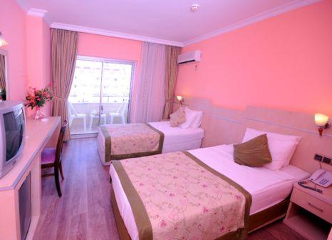 Hotelzimmer mit Tischtennis im Side Town Hotel