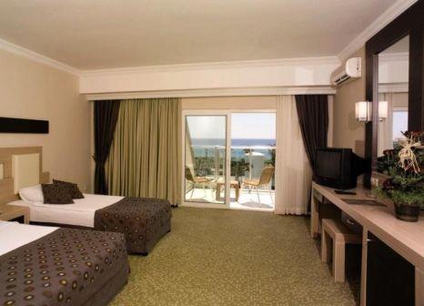 Hotelzimmer mit Volleyball im PrimaSol Telatiye Resort