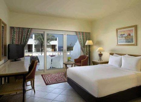 Hotelzimmer mit Volleyball im Hilton Sharm Waterfalls Resort