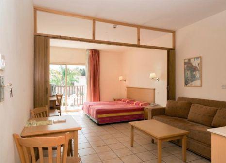 Hotelzimmer mit Tischtennis im Tsokkos Paradise Village