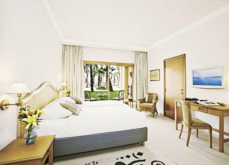 Hotelzimmer mit Yoga im Mövenpick Resort & Marine Spa Sousse