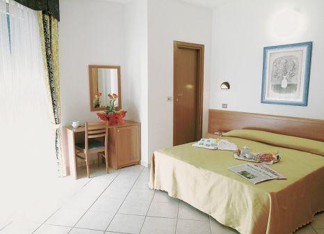 Hotelzimmer mit Tischtennis im Hotel Angelini