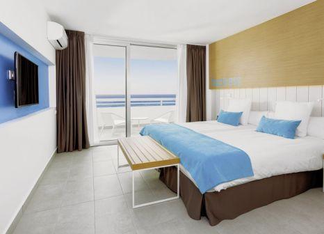 Hotelzimmer mit Mountainbike im LABRANDA Bronze Playa