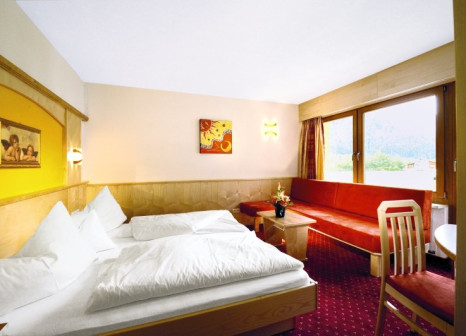 Hotelzimmer mit Mountainbike im Hotel Sunny Sölden