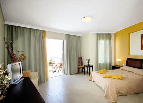 Hotelzimmer mit Mountainbike im Alma Luxury Resort Hotel