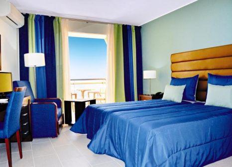 Hotelzimmer mit Mountainbike im Hotel Cais da Oliveira