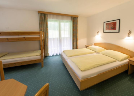 Hotelzimmer mit Mountainbike im Hotel Wasserfall