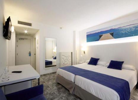 Hotelzimmer mit Mountainbike im Ilusion Calma