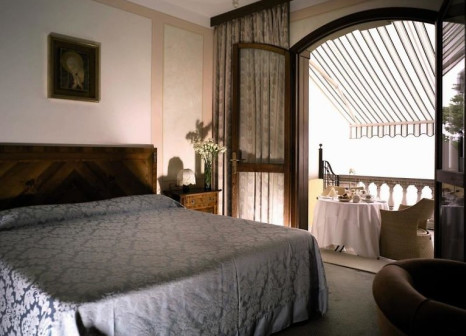 Hotelzimmer mit Mountainbike im Hotel Villa del Sogno