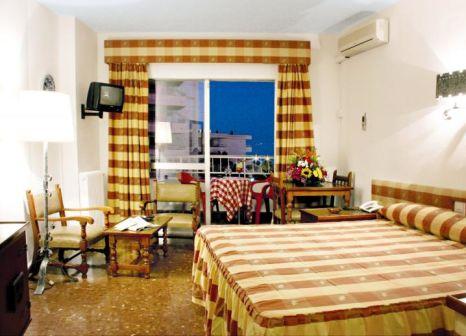 Hotelzimmer mit Tischtennis im Bajondillo