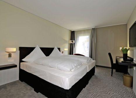 Hotelzimmer mit Hochstuhl im Hotel Ramada Innsbruck Tivoli