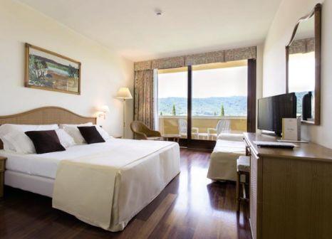 Hotelzimmer mit Volleyball im Poiano Resort