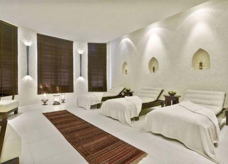 Hotelzimmer mit Yoga im Al Bustan Palace - A Ritz-Carlton Hotel