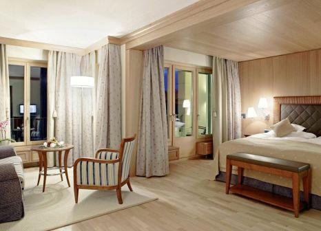 Hotelzimmer mit Mountainbike im Grand Hotel Kronenhof