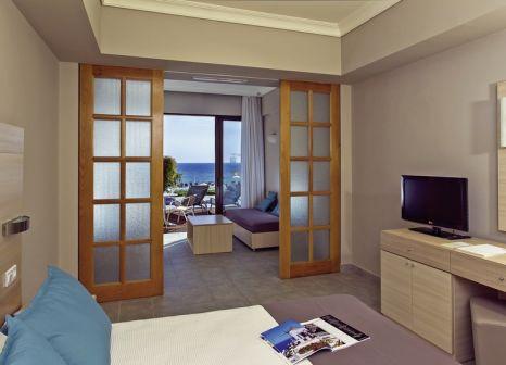 Hotelzimmer mit Mountainbike im LTI Louis Grand Hotel