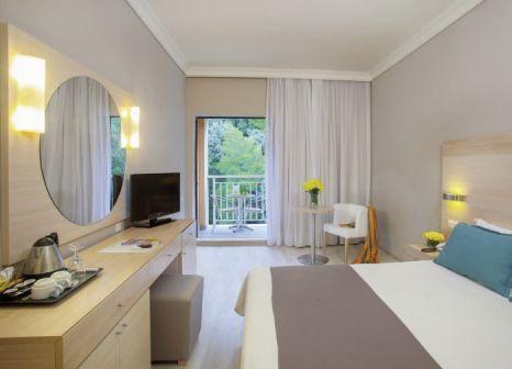 Hotelzimmer mit Volleyball im LTI Louis Grand Hotel